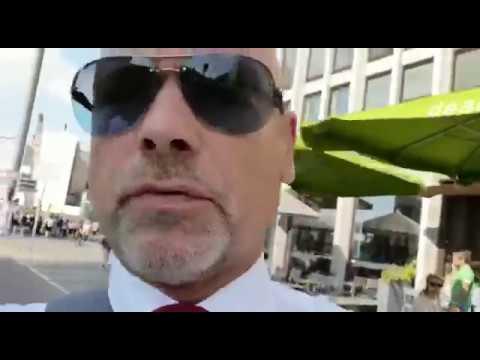 Berlin - Potsdamer Platz, Kaffee- Pause im Café Caras! -Michael Mike Kuhr-