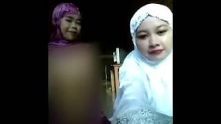 Download Video Heboh 2 wanita memakai mukena bugil MP3 3GP MP4