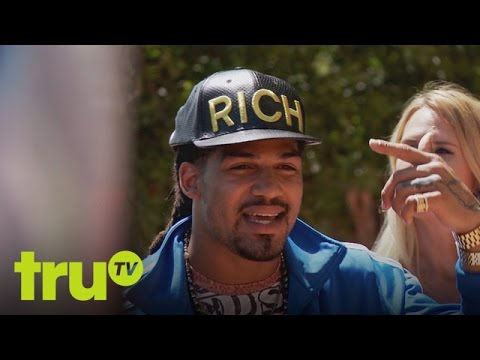 South Beach Tow - Broke Dude Shows Off His Bling
