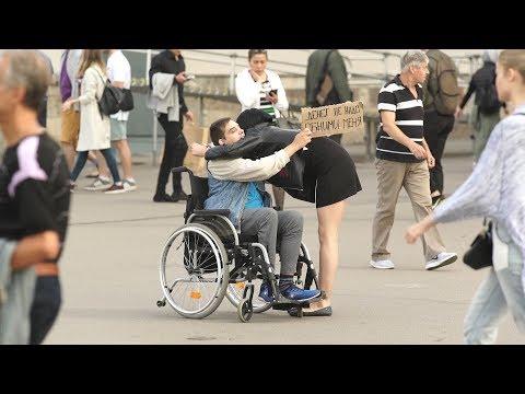 Денег не надо,обними меня / прохожие обнимают инвалида(Блог о Жизни)