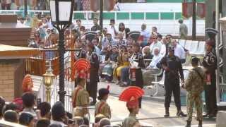 インド・パキスタン国境 インド側アタリーのフラッグセレモニー パキスタン兵と対峙
