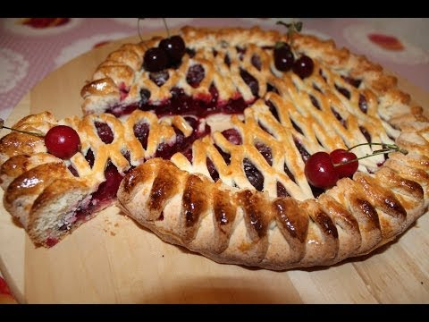 Пирог с вишней (рецепт ниже)