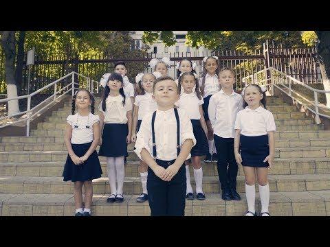 Alexunea TV - SUNTEM MARI (Official Video)