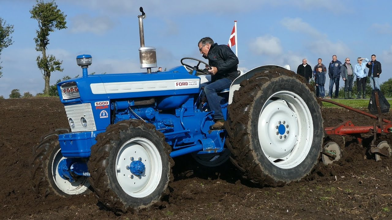Ford 5000 Four County 4WD Ploughing W/ Kverneland Plough