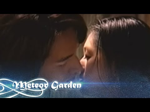 Shan Cai And Dao Ming Si Kiss Under A Meteor Shower