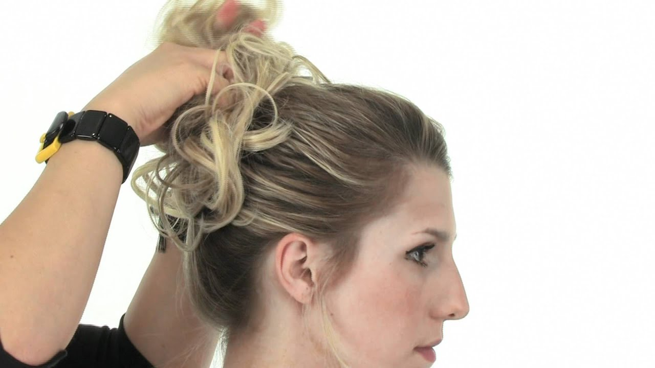 4 Ways to Wear the Messy Bun Hairstyle