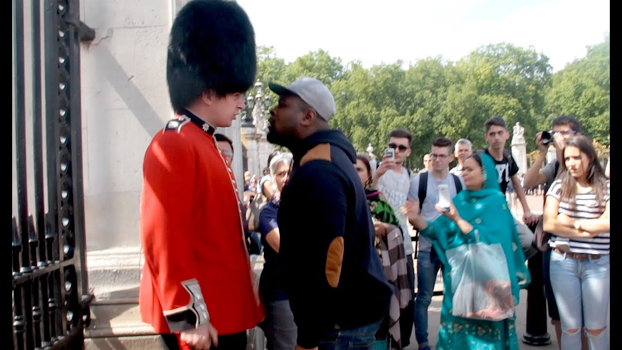 Buckingham Palace Facts Make Way For The Queens Guard Social Experiment Youtube