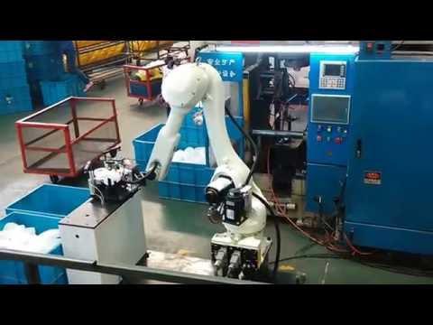 robot in blow molding