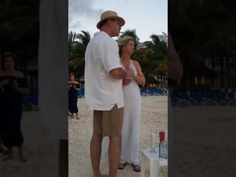 Linda & Jeff's Cancun wedding