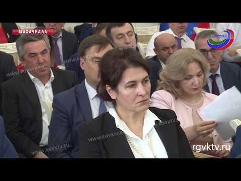 Владимир Васильев провел еженедельное рабочее совещание с руководителями органов власти