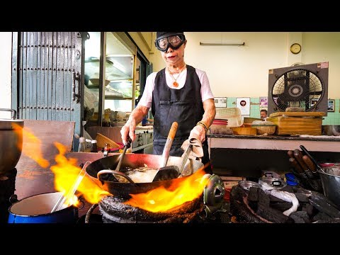 Thai Street Food Michelin Star - GIANT CRAB OMELET At Jay Fai (ร้านเจ๊ไฝ) In Bangkok,  Thailand!