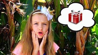 Polina compra regalos para el cumpleaños de su amiga
