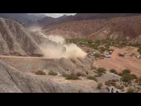 Video: la terrible caída de Carlos Sainz a un precipicio