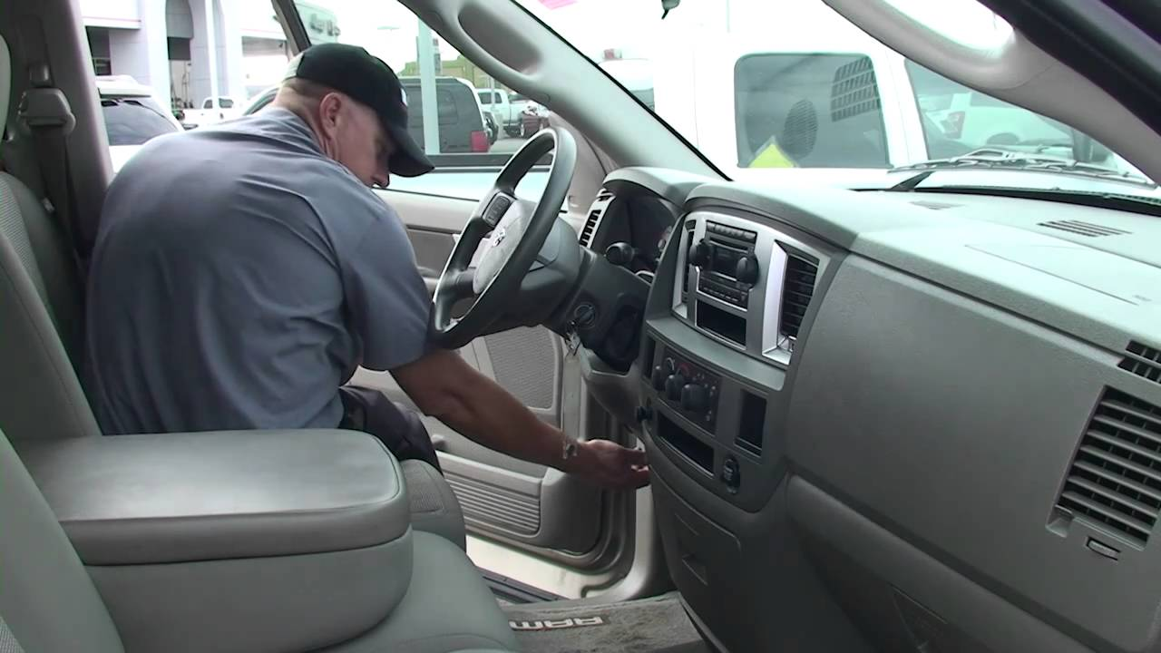 Watch on 2005 dodge grand caravan fuse box location