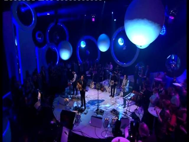 frightened-rabbit-the-whole-of-the-moon-bbc-scotland-hogmanay-show-leslie-brown