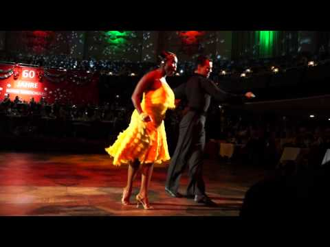 motsi mabuse tanzt samba auf der bothe weihnachtsgala 2014 youtube. Black Bedroom Furniture Sets. Home Design Ideas