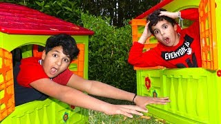 child playing to neighbors, with toy houses les boys tv 2