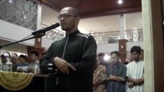 Shalat 'Isya Berjamaah Di Mesjid Al Lathiif Bandung   Ust  Tengku Hanan Attaki Lc  