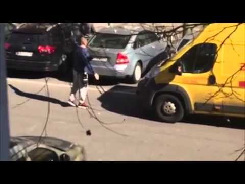 DHL-Zusteller schubst seinen Kunden um