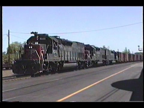 Southern Pacific SP Freight Trains - Eugene Oregon in 1990 - SD40T-2 / Amtrak