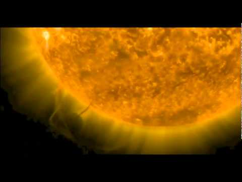 UFO caught by NASA Sucking Energy From The Sun