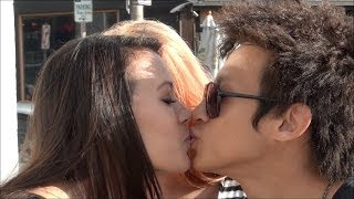 How to kiss girls! (kissing prank)