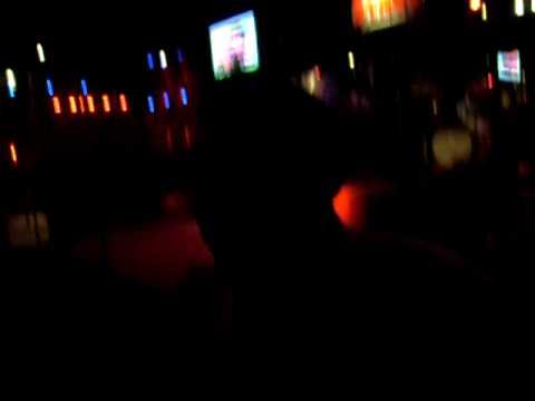 Wabi gozando el karaoke