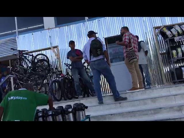 Establecimientos en Santa Marta cubren sus fachadas con láminas por miedo a paro de mañana
