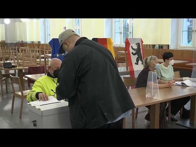 Berliner Wahlsonntag voller Pannen: Fehlende Stimmzettel, lange Wartezeiten