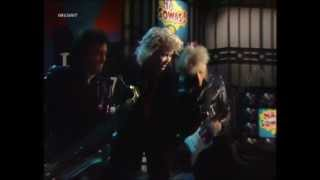 Watch Kim Wilde Rage To Love video