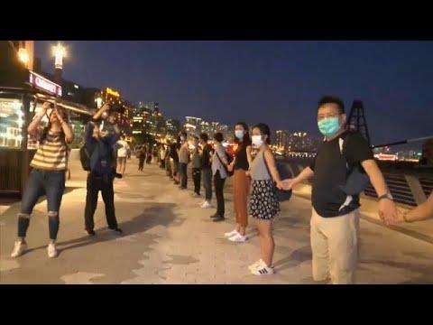 شاهد: سلسلة بشرية بطول 40 كيلومتراً في هونغ كونغ دعماً للديمقراطية…  - نشر قبل 9 ساعة