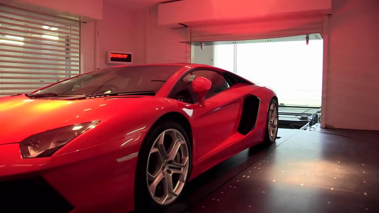 Mira Como Este Millonario Parquea Sus Super Carros En La