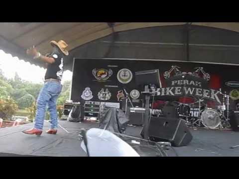 KAMALIA - Penyanyi utama Febian di Perak Bike Week 2015 (Taiping)