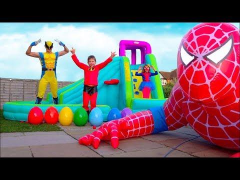 Hulk готовит Максу праздничный завтрак а Spider-Man подарил гигантского надувного Человека Паука