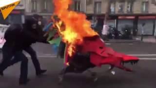 Pétards, cocktails Molotov: la tension monte d'un cran à la manif «Ni Le Pen ni Macron»