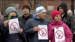 Russia considers ban on smoking in public places