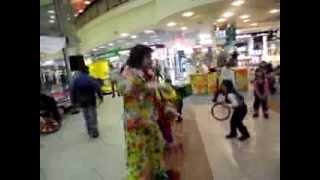 Развлекательное представление клоуна в т/ц Караване(Развлекательное представление клоуна в т/ц Караване Как и чаще это бывает, сначала показательное цирковое..., 2014-03-10T03:59:52.000Z)