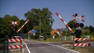 Video Spoorwegovergang Warffum // Dutch railroad crossing download MP3, 3GP, MP4, WEBM, AVI, FLV Oktober 2018