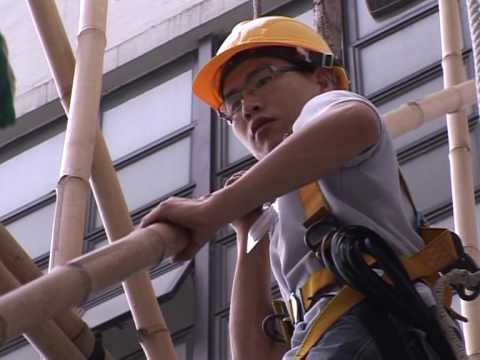 Hong Kong's 'spiders' stick to bamboo scaffolding