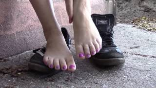 Repeat youtube video Barefoot in sneakers first time