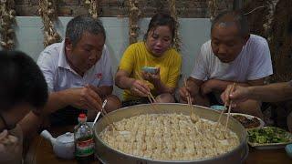 【食味阿远】三斤肉馅,一把大葱,老妈今天做猪肉蒸饺,皮薄肉多,咬下去流油 | Steamed Dumplings | Shi Wei A Yuan