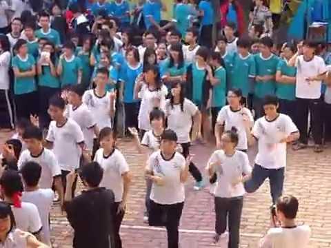 Nhảy dân vũ - 12A13 Nguyễn Du 13/11/2011