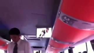 Otobüs muavini yanlışlıkla porno film izletirse