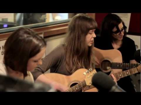 Electrelane perform an Acoustic version of 'On Parade' live @ the FBi Studio