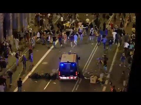 شاهد: مواجهات عنيفة بين الشرطة الإسبانية ومتظاهرين في كتالونيا…  - 06:53-2018 / 10 / 2
