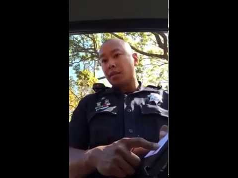 Woman leaves Cop speechless as he tickets her for Hands-fee infraction