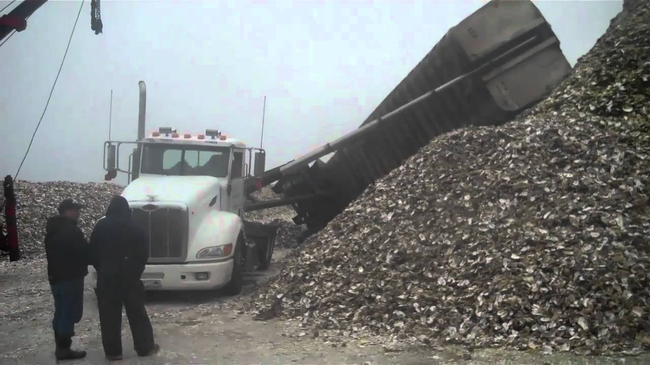 End Dump Truck >> 40 FOOT DUMP TRIALER ON IT'S SIDE AGAIN - YouTube