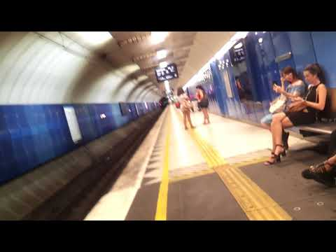 A walk around Parliament Station and a trip down the South Morang line at night