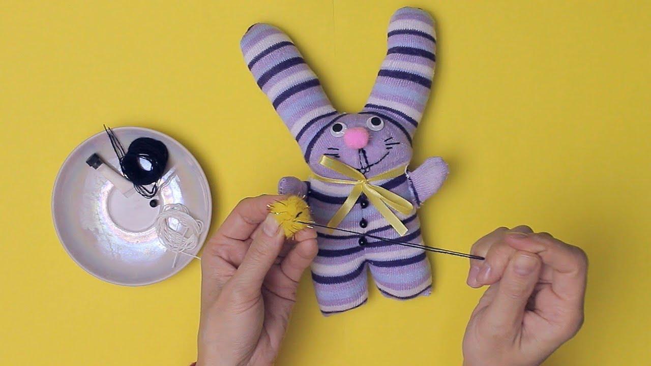 Как сделать зайца из носков своими руками