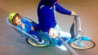 ВИДЕО ДЛЯ ДЕТЕЙ. обзор игр в MAC store . едим на велосипеде ;)(Кий с селфи-палкой едит на велосипеде . играемся в детские игрушки в apple store Santa Monika., 2016-06-23T23:43:41.000Z)